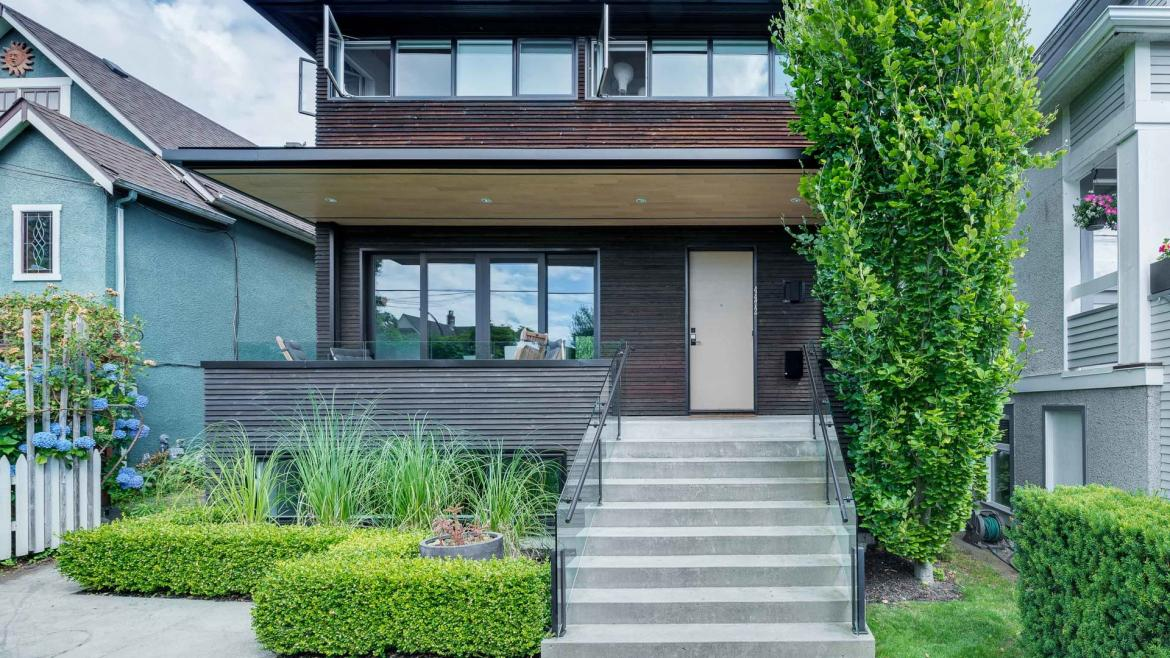 4472 James Street, Main, Vancouver East